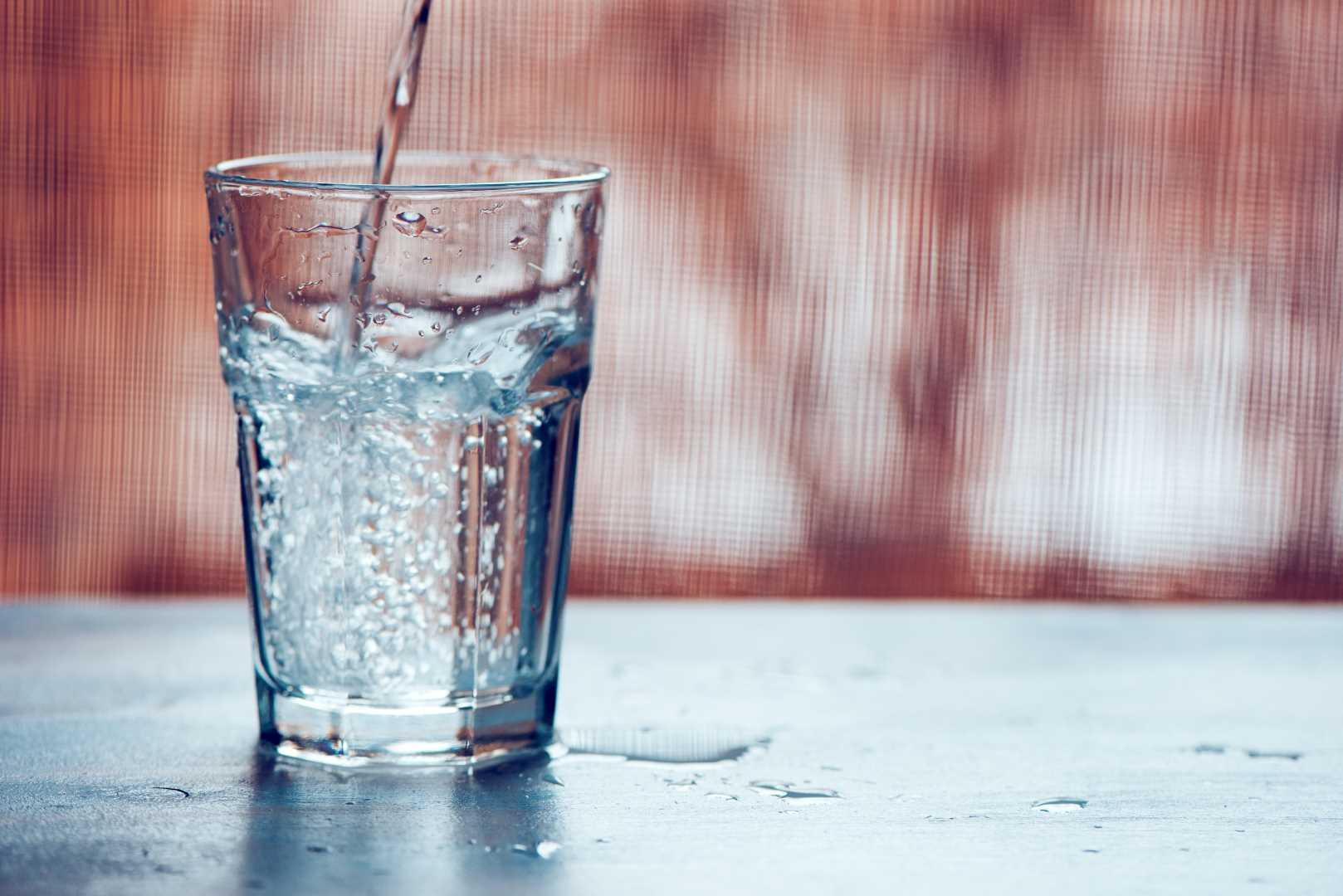 fare acqua frizzante