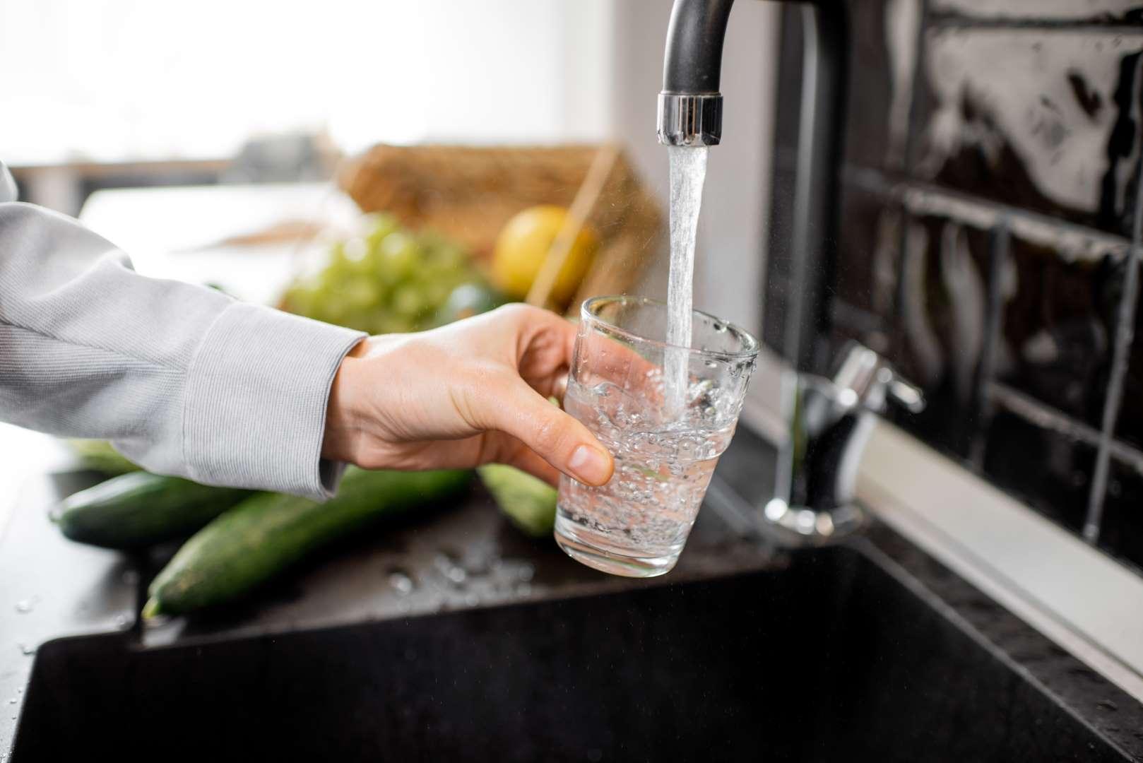 Perché l'acqua filtrata è meglio dell'acqua del rubinetto